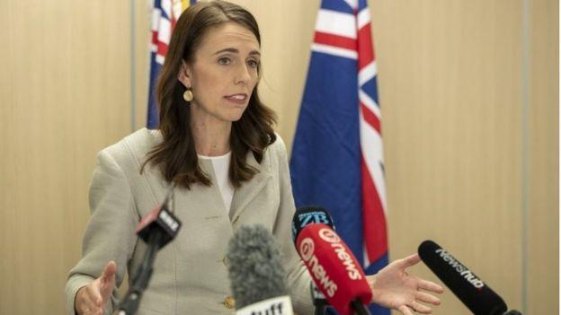 Jacinda Ardern Yeni Zelandalılara 'süpermarketlere akın etmemeleri' uyarısında bulundu.