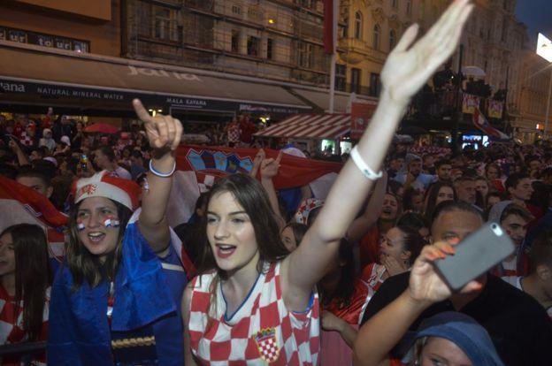 Croatas celebran en las calles