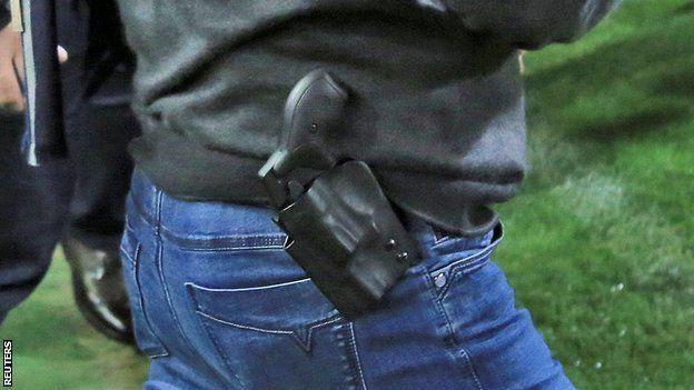 Gun in PAOK president's pocket