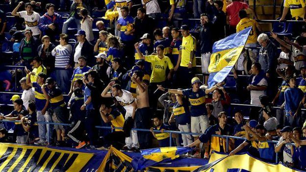 Hinchas de Boca Juniors en La Bombonera