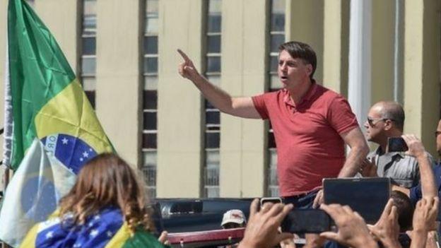 Bolsonaro em ato a favor de intervenção militar