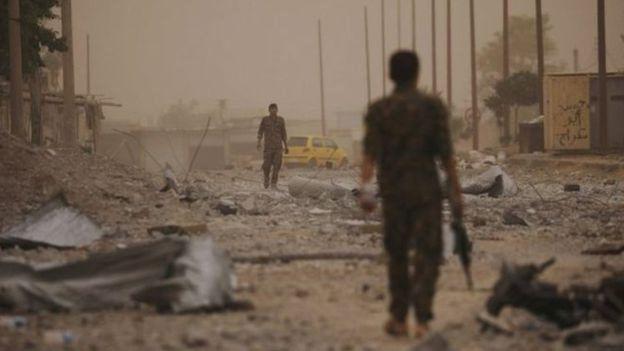 ساعد التحالف في تقدم قوات سوريا الديمقراطية عن طريق قصف قطاعين في جدار المدينة القديمة