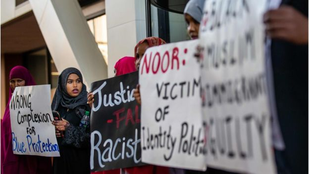 Somali-Americans protest at the court