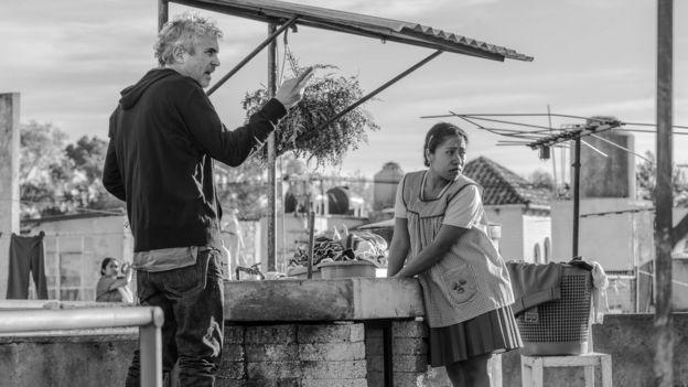 """Alfonso Cuarón en el set de rodaje de """"Roma"""""""