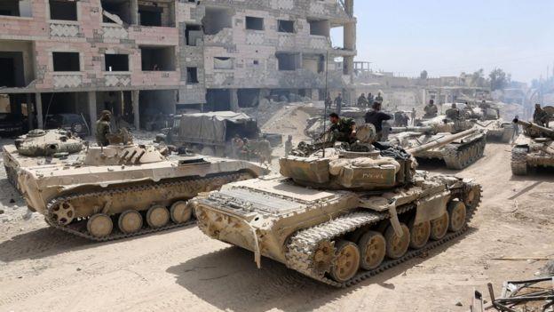 Syrian government tanks move towards Douma.