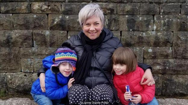 Jenny Glancy-Potter com os filhos