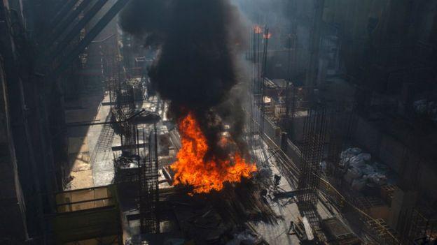 Incendio en una estación de metro en construcción en Santiago.