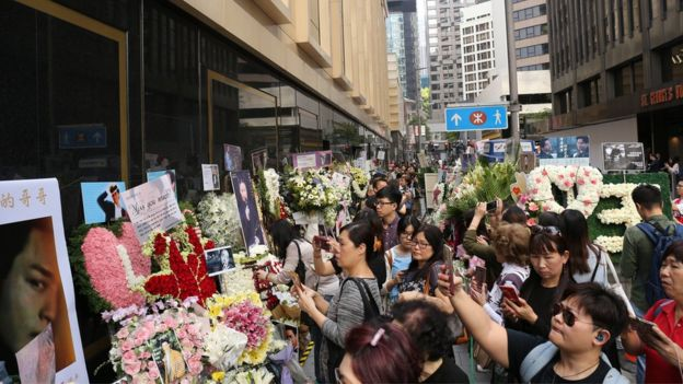 Crowds at Mandarin Oriental on the 15th anniversary of Cheung's death