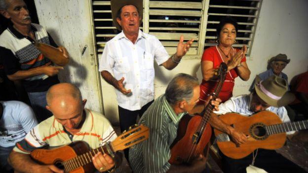 Grupo Guijarro cantando (Foto: Juan Carlos Borjas / Unesco)