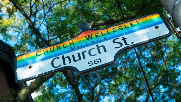 Letrero del Gay Village de Toronto