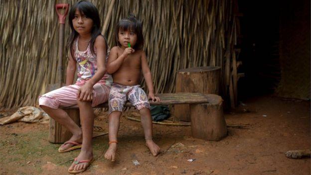 Niñas indígenas Arara de Brasil.