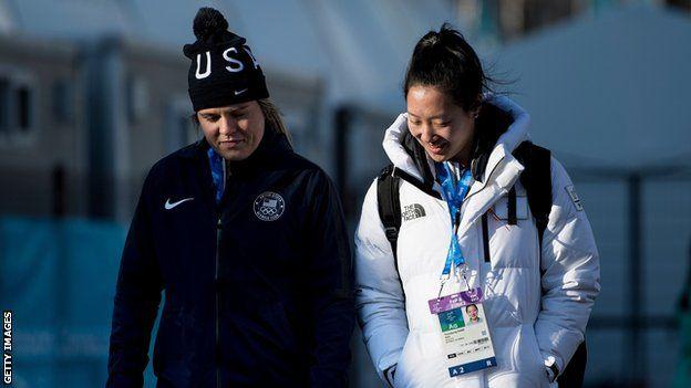 از نکات جالب تیم هاکی مشترک دو کره، حضور مالیسا برانت در این تیم است؛ بازیکتی که خواهرخواندهاش ، هانا در تیم هاکی روی یخ آمریکا بازی میکند