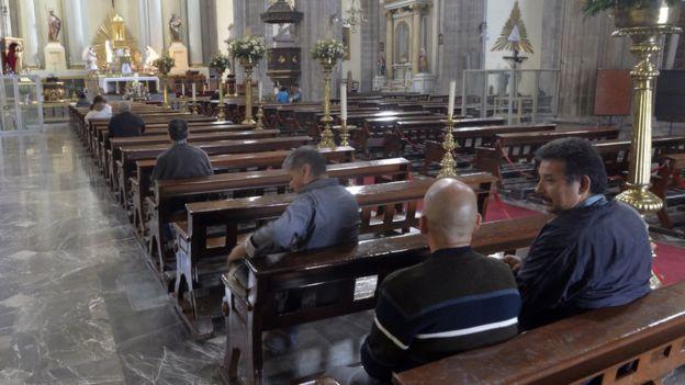 Imagen del interior de la catedral metropolitana de México.