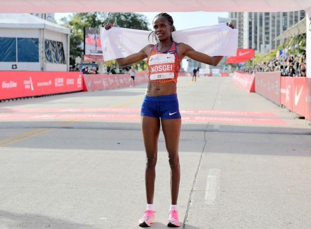 Brigid Kosgei tras ganar la maratón en Chicago el pasado 13 de octubre.