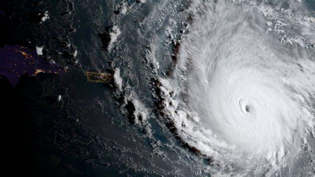 """На Карибы и США надвигается мощнейший ураган """"Ирма"""""""
