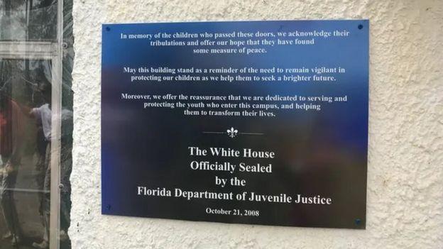 Placa de clausura de la Casa Blanca