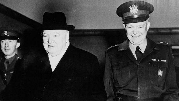 Winston Churchill dan Dwight Eisenhower tahun 1950.