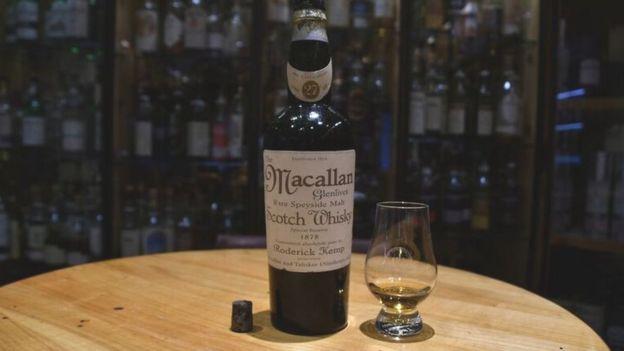 Botella de Macallan 1878 que según los analistas es falsa. (Foto: Sandro Bernasconi)