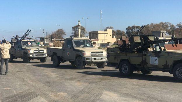 مدرعات على حدود طرابلس