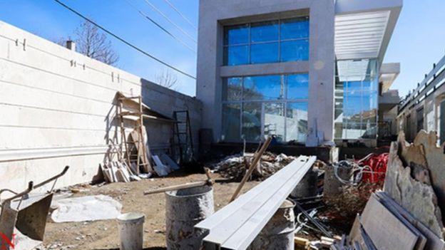 در اسفند ماه پارسال (۱۳۹۷) رسانههای رسمی در ایران تصاویری از تخریب ویلای خانم نعمت زاده منتشر کردند