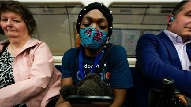 metroda kadın
