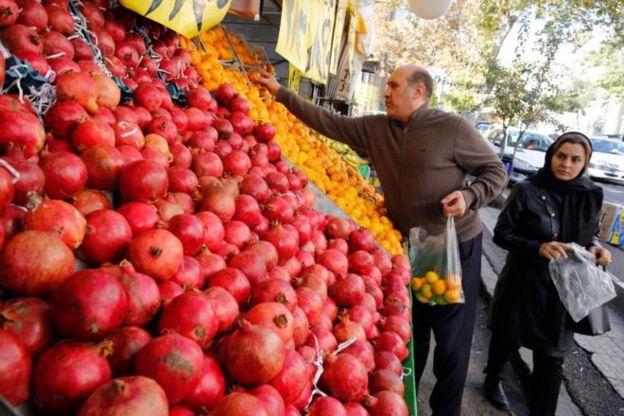 رئیس بانک مرکزی ایران تاثیر افزایش قیمت بنزین بر تورم را ۴ درصد در سال اعلام کرده است