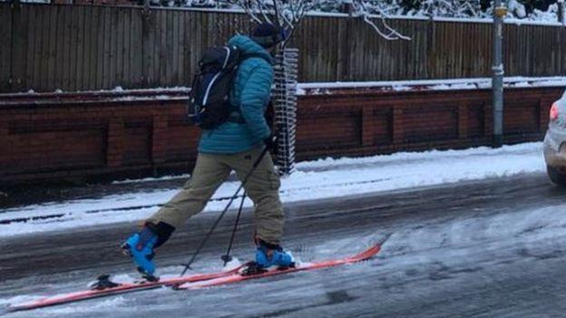 El clima de hoy donde tú vives - Página 15 _105397475_skier