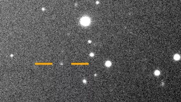 Valetudo, una de las lunas de Júpiter, como un punto brillante en el espacio