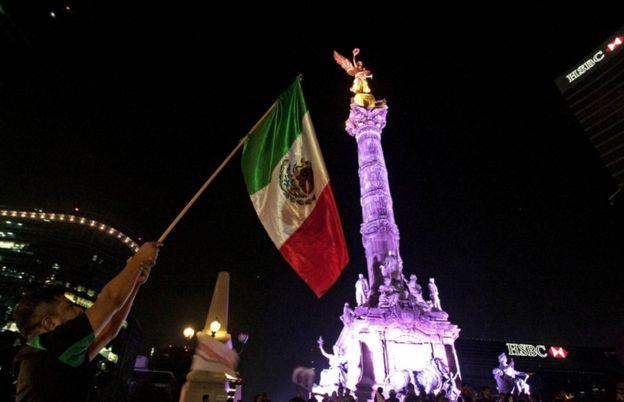 Celebración en el Ángel de la Independencia.