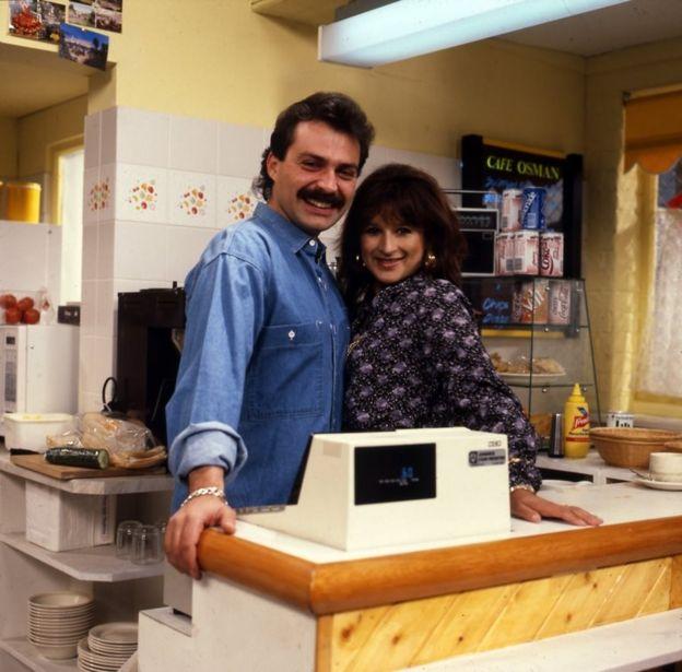 Haluk Bilginer, 1985 ve 1987 yılları arasında BBC'nin EastEnders dizisinde Mehmet Osman adındaki karakteri canlandırdı