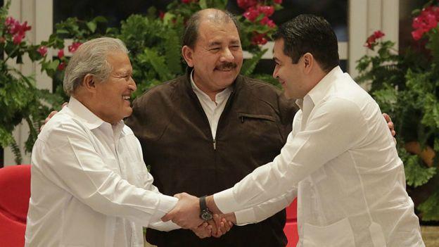Los presidentes Salvador Sánchez Cerén (El Salvador), Daniel Ortega (Nicaragua) y Juan Orlando Hernández (Honduras).