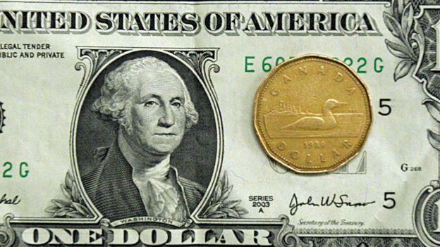 Un dólar.