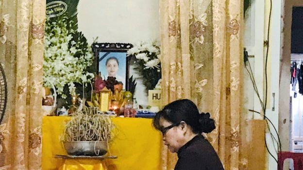 Bàn thờ cô Phạm Thị Trà My tại nhà ở huyện Can Lộc, Hà Tĩnh - ảnh chụp ngày 27/10.