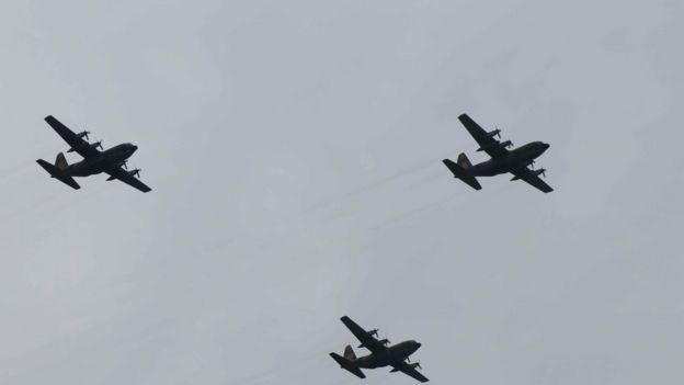 台湾空军C130编队飞过庆典现场。