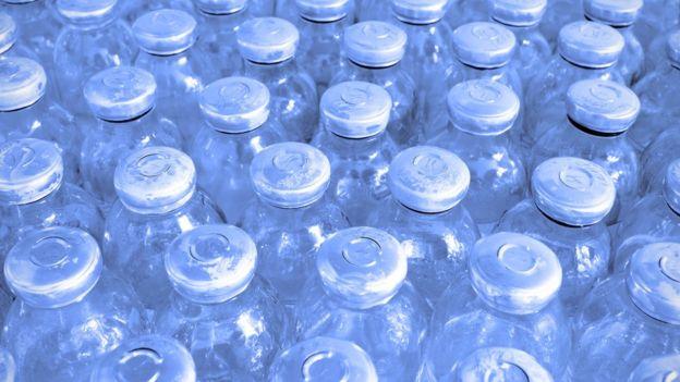 Dezenas de vidros de vacinas