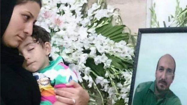 همسر محسن امیراصلانی به همراه فرزندش امیرطاها بعد از اعدام پدر