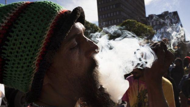 Man wey dey smoke igbo