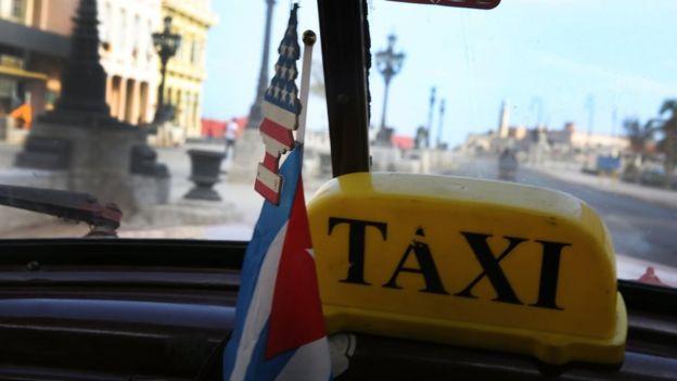 Havana'da bir taksi içinden manzara