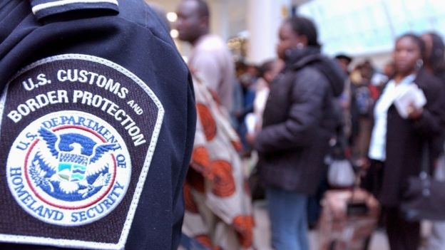 Un agente del Departamento de Seguridad Nacional