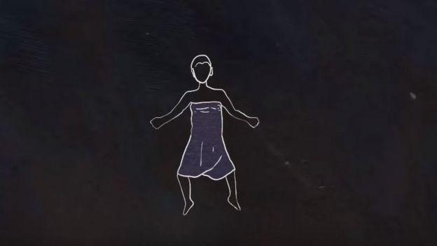 Dibujo de una niña con un paño morado