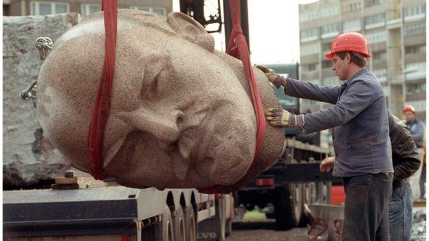 বার্লিন প্রাচীরের পতনের পর সোভিয়েত ইউনিয়নে কমিউনিজমের পতন ছিল সময়ের ব্যাপার মাত্র