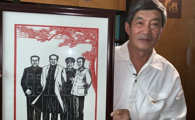 Zhao Jingjia with a paper cut of Mao Zedong