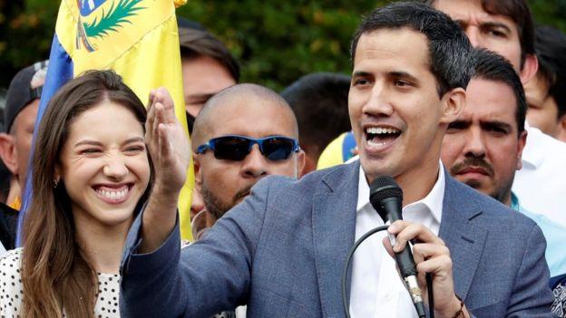 Juan Guaido kendisini geçici devlet başkanı ilan etti.