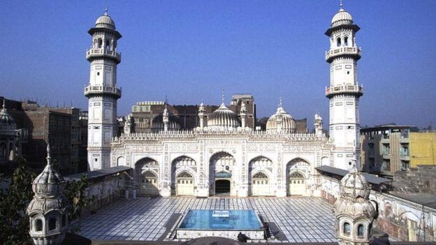 जहाँगीर के सिपहसालार महाबत ख़ाँ का पेशावर स्थित मकबरा
