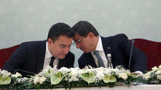 Davutoğlu ve Babacan 2015'te bir basın toplantısında