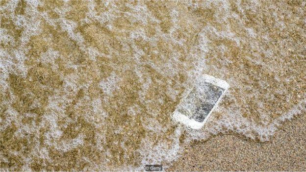Mobil telefonlar bizim gələcək nəsillərə ötürəcəyimiz artefaktlardan biri ola bilərmiʔ