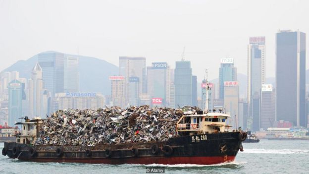 Hồng Kông đã từng xuất khẩu rác thải sang Trung Quốc đại lục, nhưng luật pháp gần đây là nó phải xử lý rác thải của chính mình
