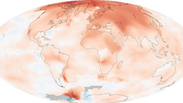 Gráfico de anomalías climáticas que muestra un mayor aumento de temperatura en el Ártico