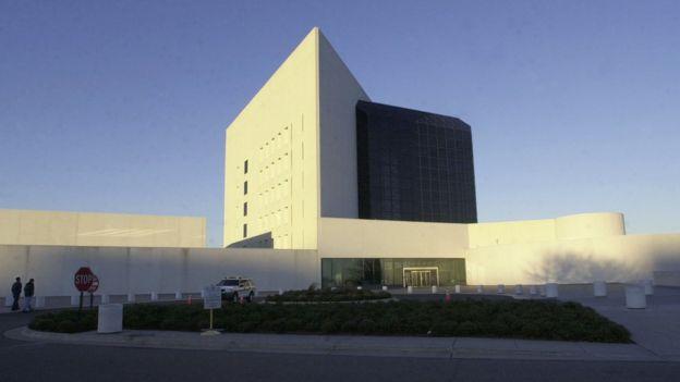 Будівля Бібліотеки та музею імені Джона Кеннеді у Бостоні