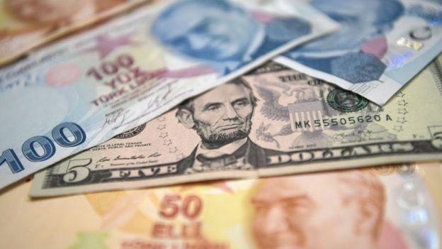 Dolar ve TL banknotları